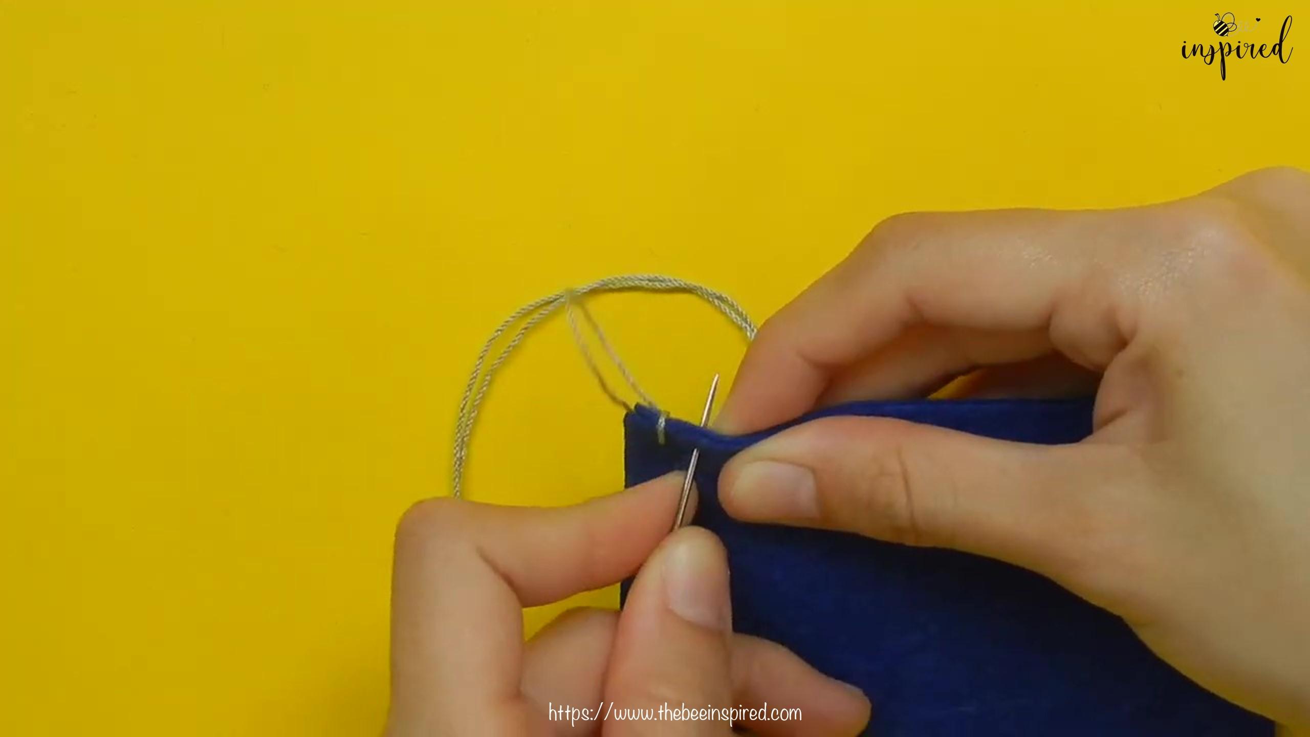 วิธีการเย็บลายปักริมผ้าห่ม (How to Sew a Blanket Stitch) _ วิธีเย็บเก็บริมผ้าโดยไม่ใช้จักรโพ้ง_8
