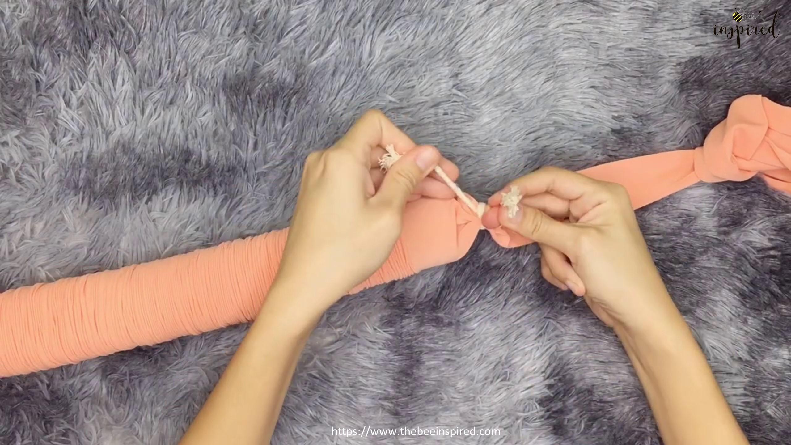 DIY Knot Pillow_13
